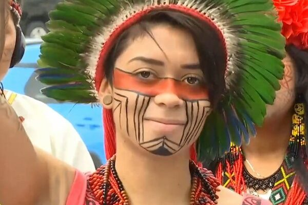 Artemisa Xakriabá giovane attivista indigena dell'Amazonia