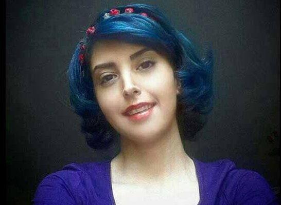 Assal Mohammadi, attivista dei diritti di lavoratori e studentessa di farmacologia di Teheran, condannata a 18 anni di galera