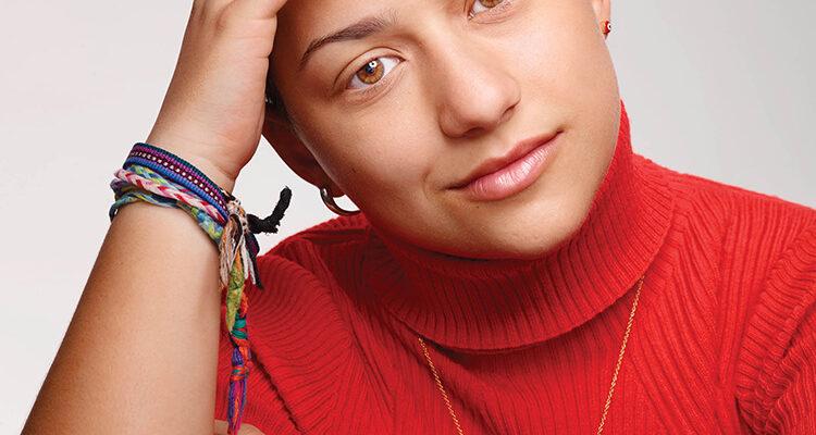 Emma Gonzàles è la 18enne di origini cubane, attivista contro l'uso delle armi.