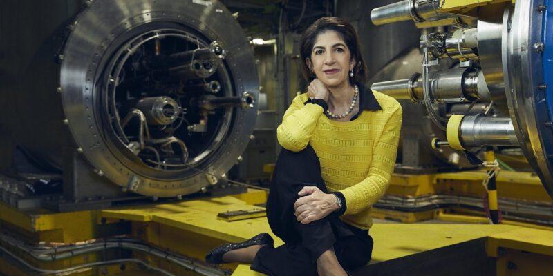 Fabiola Gianotti, fisica italiana, riconfermata direttrice del Cern di Ginevra