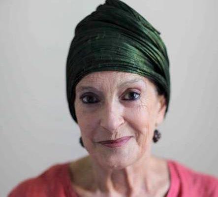 Lea Vergine è critica d'arte e curatrice. Ha pubblicato vari saggi sull'arte contemporanea. È stata una delle prime a occuparsi di Body Art