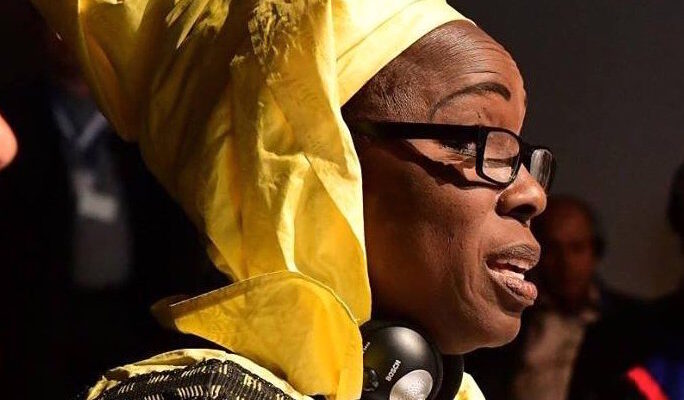 Yayi Bayam Diouf ha perso il figlio partito dal Senegal su una piroga. Ha fondato il Collettivo delle Donne per la Lotta contro l'Emigrazione Clandestina.