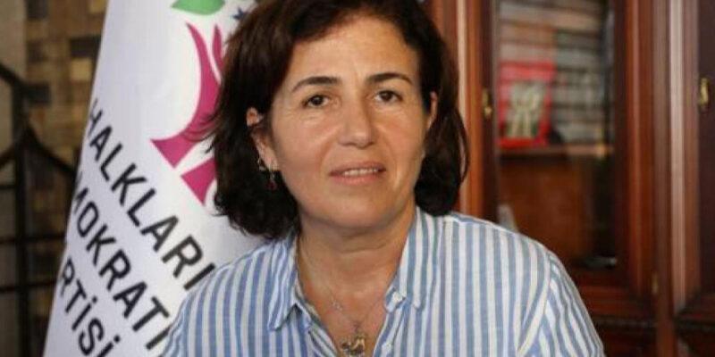 Filiz Buluttekin, sindaca curda incriminata per un discorso tenuto in lingua curda