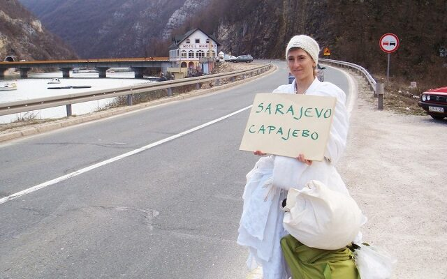 Pippa Bacca, la sposa in viaggio nei paesi di guerra