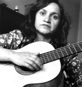 Violeta Parra la più importante cantautrice cilena famosa la sua Gracias a la vida