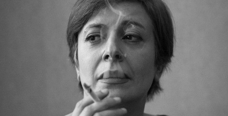 Non basta un velo per imprigionare la donna scrittrice iraniana