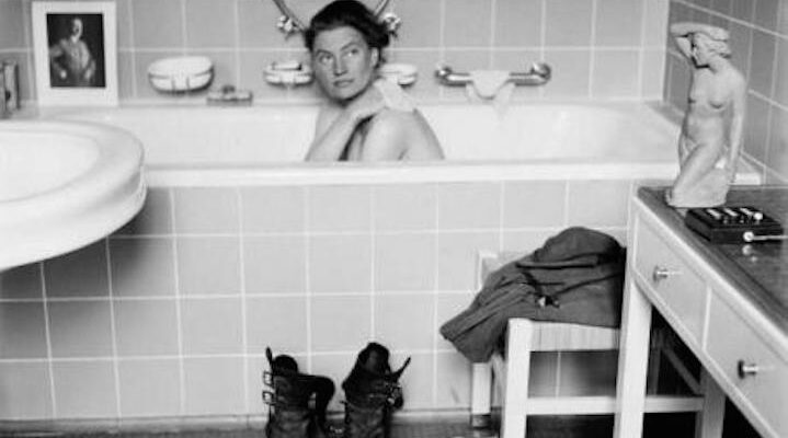 Lee Miller nella vasca da bagno di Hitler